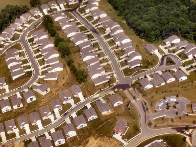 Cincinnati-suburbs @ wikipedia.org © Derek Jensen